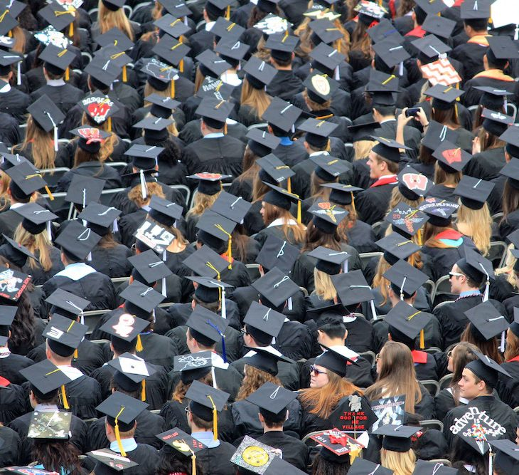 when should graduates apply for jobs?